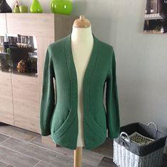 Ravelry: Cross Pockets pattern by Jutta von Hinterm Stein Cardigan Sweaters For Women, Open Cardigan, Cardigans For Women, Sweater Cardigan, Knit Sweaters, Sweater Knitting Patterns, Knitting Stitches, Knit Patterns, Pocket Pattern
