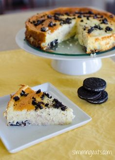 slimming world Baked Oreo   Ingredients  375g of Quark  300g of fat free cottage cheese (blended till smooth)  4 eggs  1/2 cup (100g) of sugar (19.5 syns)  1 tablespoon of cornstarch (cornflour) (1.5 syns)  vanilla pod  1 tsp of vanilla essence  little zest from a fresh lemon  11 Oreo cookies