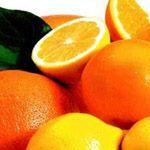 COMPLESSO POLIVITAMINICO La Vitamina A (o retinolo) ha funzione antirughe. La Vitamina C (o acido ascorbico) ha funzione acidificante del pH cutaneo. La Vitamina E (o Tocoferolo) estratta dall'olio di germe di grano, inibisce l'azione dei radicali liberi. La Vitamina F (o acido linoleico) combatte l'invecchiamento cutaneo. L'attività anti-aging di queste vitamine viene esaltata dall'azione emolliente di trigliceridi nobili e dall'azione cheratoplastica della cera d'api naturale.