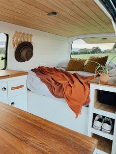 Bus Interior, Campervan Interior, Interior Exterior, Van Conversion Interior, Camper Van Conversion Diy, Toyota Hiace Campervan, Toyota Van, Converted Vans, Van Dwelling