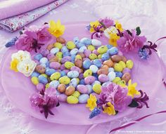 Easter plate with sugar eggs and spring flowers