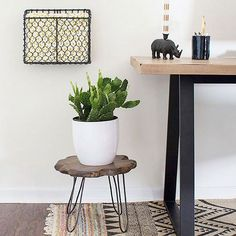 This blogger shows us how to make your own DIY side table! Step-by-Step Instructions: http://www.bhg.com/decorating/do-it-yourself/accents/DIY-decor-that-looks-like-the-real-deal/?socsrc=bhgpin101415sidetablewithhairpinlegs