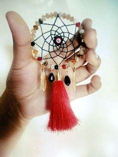 How to Make a Dreamcatcher Dream Catcher For Car, Making Dream Catchers, Dream Catcher Craft, Dream Catcher Tutorial, Passion Deco, Beaded Banners, Dream Catcher Necklace, All Craft, Wire Crafts