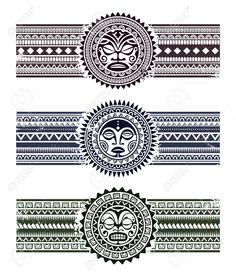 Tatuaggio polinesiano stile maschere con i braccialetti del modello. Illustrazione di vettore.