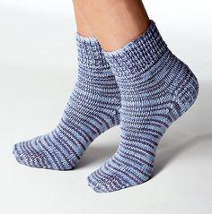 Follow this free knit pattern to create ankle socks using Bernat Sox yarn.