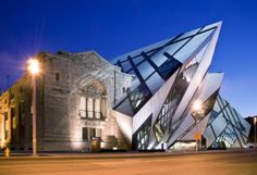 Royal Ontario Museum (Toronto, Ontario, Canada) by Daniel Libeskind Parasite Architecture, Architecture Design, Beautiful Architecture, Chinese Architecture, Architecture Office, Futuristic Architecture, Sustainable Architecture, Toronto Architecture, Vintage Architecture