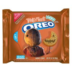 """halloweencrypt: """" brokehorrorfan: """" Oreo has been going wild with limited edition flavors as of late, but what if they made horror movie-themed cookies? Billy Polard put together a bunch of clever. Weird Oreo Flavors, Cookie Flavors, Funny Food Memes, Food Humor, Funny Horror, Horror Movies, 80s Movies, Oreos, Trick R Treat"""