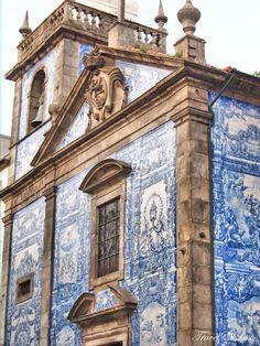 72 Hours in Porto - via Travel and Lust 04.01.2015 | The Capital of Culture in 2001 has a panoply of spectacular architecture to discover. From grand cathedrals to modern gems alike. Photo: Tiled Church Facade (Capela de Santa Catarina) along Santa Catalina Street.
