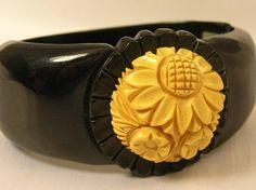 Vintage Carved Cream Corn & Black Bakelite Bracelet 1940s