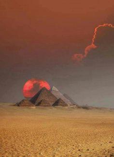 The red sun: pyramids at giza