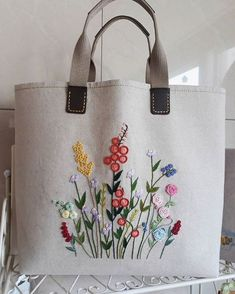 Diy Tote Bag Reusable Tote Bags Bolsas Jeans Fabric Bags Embroidery Bags Hand Embroidery Designs Silk Ribbon Embroidery Embroidery Stitches Learning To Embroider Hand Embroidery Stitches, Silk Ribbon Embroidery, Hand Embroidery Designs, Diy Embroidery Bags, Diy Vintage, Vintage Linen, Diy Tote Bag, Art Bag, Jute Bags