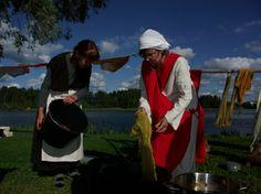Hämeen keskiaikamarkkinat - Häme Medieval Faire 2007, Langan värjäys - Yarn Dyeing, © Timo Martola Finland