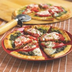 Tomato and basil flatbread pizza plus 8 more tasty (and healthy!) pizza recipes: www.womenshealthm...