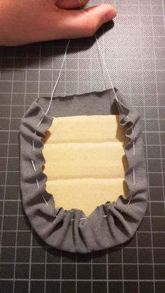 Ich habe schon immer gerne Kinderkleidung mit aufgesetzen Taschen versehen. Nicht weil das praktisch wäre, sondern weil man so bei Hosen vorne und hinten unterscheiden kann (für manche Erzieher sch…