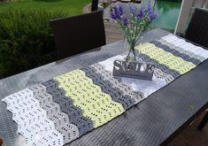 Jetzt einen Tischläufer / Tischdeko / Tuch in Deinen Lieblingsfarben häkeln. Super für den Sonntagstisch. Häkle gleich los mit passender Wolle + Häkelnadel.