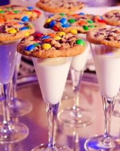 Family-friendly New Years Eve ideas - Love these ideas for kids on New Years Eve! Let the kids toast the New Year too with these cute champagne flutes with milk and a pretty cookie on top!