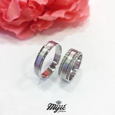Za sreću je potrebno i malo cirkona... 💎 Okej, puno cirkona! 😂 #burme #weddingrings #belozlato #gold #zlatar #zlatara #zlataramijic #grocka #beograd #srbija #goldsmith #vencanica #wedding #vencanje #svadba #prsten #bride #instasmithy #instajewelrygroup #love #weddingbands #ljubav