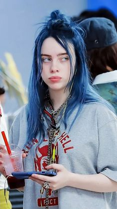 Billie Eilish, Pretty People, Beautiful People, Peinados Pin Up, Celebs, Celebrities, Girl Crushes, Dyed Hair, My Girl