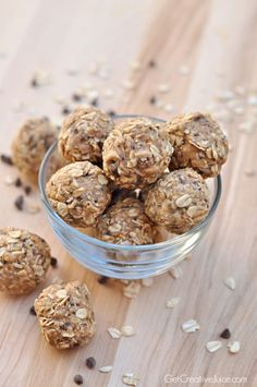 Recipe and tutorial for no bake healthy and easy peanut butter oatmeal energy bites that adults and kids will enjoy. Perfect for snacks at work or home