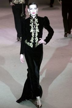 Saint Laurent Spring 2002 Couture Fashion Show Collection: See the complete Saint Laurent Spring 2002 Couture collection. Look 149 Fast Fashion, Urban Fashion, Fashion Show, Fashion Art, Couture Mode, Couture Fashion, Christian Dior, Beaded Jacket, French Fashion Designers