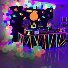 Neon and glow party ideas – bar mitizvah, bat mitzvah, teen parties, quinceaneras and birthday parties – 2019 - Birthday ideas Neon Birthday, 13th Birthday Parties, Birthday Party For Teens, Birthday Balloons, Birthday Party Decorations, Cake Birthday, Party Themes For Teenagers, Glow Party Decorations, Teen Party Themes