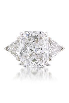 Platinum size 6.75 ring set with a center 5.13ct E/VS1 Starburst Diamond & 2 Trillion 1.12ctw I/SI1 side Diamonds.