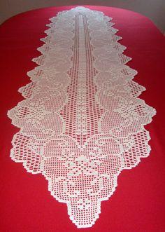 Chemin de table fait main au crochet - 100% coton - Couleur écrue - Dimensions : 222 cm x 55 cm