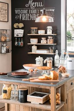 Tips For Implementing New Kitchen Decor Ideas. Do you want to renew your kitchen, however without changing everything in it? By merely redecorating the kitchen, it is possible to give that whole room a New Kitchen, Kitchen Dining, Kitchen Decor, Kitchen Black, Rustic Kitchen, Vintage Kitchen, Kitchen Ideas, Blackboard Wall, Chalkboard Wall Kitchen