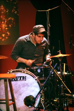 Paramore drummer Zac Farro performs on 'MTV Unplugged. Paramore Hayley Williams, Taylor York, Mtv Unplugged, Pop Punk, Drums, Laughter, Photo Galleries, People, Guy