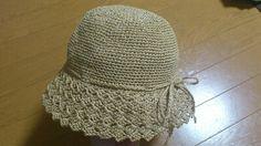 エコアンダリアで編んだ大人用の春夏帽子の編み図です。大人用のこの帽子で、頭囲約56cmぐらい。親子でお揃いにしたいというコメントがあったので、以前編んだバッグの余り糸で子供用の帽子も編んでみました^^こちらは頭囲48cm