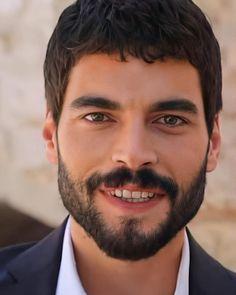 Turkish Men, Turkish Beauty, Turkish Actors, Bikini Tattoo, Cute Disney Wallpaper, Muslim Fashion, Animal Drawings, Wallpaper Quotes, Gorgeous Men