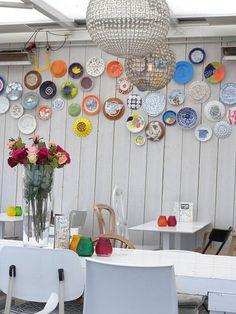 Modern looking plate wall - 45+ Beautiful Wall Decals Ideas  <3 <3