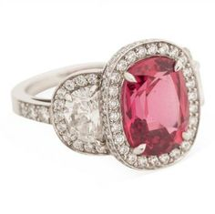9 Vintage Engagement Rings That Will Be Up for Grabs Tonight