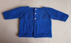 The pattern for this Babbity Baby Knit Jacket includes instructions for different sizes, so you can ensure that your jacket will fit your little one just right. This free baby knitting pattern will inspire you to make more simple knit sweaters for yo Baby Cardigan Knitting Pattern Free, Baby Sweater Patterns, Baby Knitting Patterns, Free Knitting, Knitting Ideas, Crochet Patterns, Knitting Kits, Knitting Tutorials, Baby Patterns