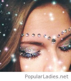 awesome-inspirational-holiday-makeup-with-some-accents
