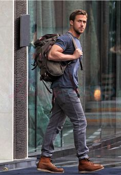 Ryan Gosling wears dark blue crew-neck t-shirt, gray jeans, brown leather work boots, olive-green canvas backpack Buy the look: lookastic.de / … – Olive backpack – Blue crew-neck t-shirt – Gray jeans – B Mens Brown Boots, Brown Leather Boots, Stylish Men, Men Casual, Trajes Business Casual, Moda Blog, Red Wing Boots, Red Wing 8138, Boy Fashion