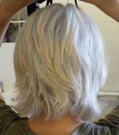 Back of layered hair cut beauty & style короткие стрижки, ши Medium Hair Styles, Short Hair Styles, Silver Grey Hair, White Hair, Great Hair, Hair Dos, 50 Hair, Hair Today, Short Hair Cuts