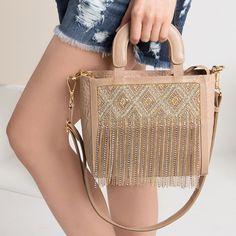 01e40b745 Atitude fashion marca presença na coleção Alto Verão 19 CS. Sem dúvida, esta  bag