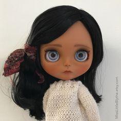 OOAK Custom Blythe Doll fake - Tabita. di MissLittleBlythe su Etsy https://www.etsy.com/it/listing/504781381/ooak-custom-blythe-doll-fake-tabita