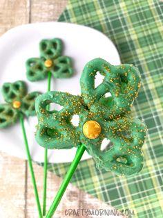 Shamrock Pretzel Pops for St. Patrick's Day - Crafty Morning Fun Snacks For Kids, Crafts For Kids, Holiday Crafts, Holiday Fun, Holiday Ideas, Chocolate Pops, St Patricks Day Food, Green Candy, Sugar Sprinkles