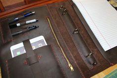at https://www.etsy.com/pt/listing/243281342/leather-binder-portfolio-zippered-pocket