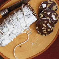 Saucissons de chocolat - Food and drink - Yorgo Angelopoulos Sausage Recipes, Cooking Recipes, Mozzarella, Eastern European Recipes, Romanian Food, Christmas Treats, Christmas Recipes, Cake Cookies, Fudge