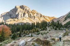 Im Schlitz - Indianersommer mit Soundtrack - Reisetipps Seasons Of The Year, Switzerland, Monument Valley, Travel Destinations, Hiking, Wanderlust, Outdoor, Mountains, World