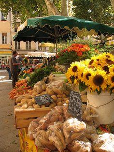 Le Marché D'Aix #provence #france #south #tourismepaca #tourismpaca #food #herbes #arles #olive #huile #oil #flower #fleur Provence France, Aix En Provence, Wonderful Places, Beautiful Places, Open Market, Market Stalls, World Market, Flower Market, South Of France