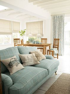 Win a £300 Laura Ashley Gift Card! - Homes & Bargains