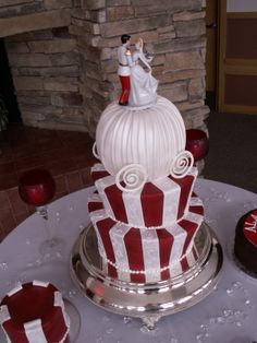 Cinderella Wedding Cakes.....This is beautiful and one of my favorite disney movie!