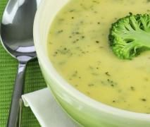 Menu completo: Crema de puerros y brocoli con pollo a las finas hierbas