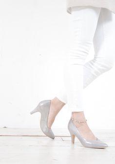 ちょっと足元を強調したいときなんかに❤ パールっぽいツヤがポイント❤ #sizebook #YECCAVECCA #heels