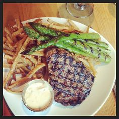 French Food : Dining at a French Brasserie {and some Paris recommendations} - Melange Travel Steak Frites, Dinner Options, French Food, Dinner Menu, Party Cakes, Bon Appetit, Parisian, Great Recipes, Foodies