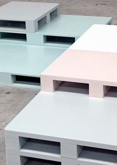 Muted pastel colored stackable blocks allow for a variety of shapes and sizes in a coffee table. Coffee table SI-PALLET by Seletti design Selab Design Furniture, Pallet Furniture, Co Working, Diy Décoration, Retail Design, Visual Merchandising, Store Design, Interior Design Living Room, Showroom